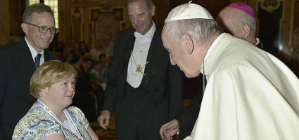 Bridget Brown shaking the hand of Pope Francis.