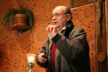 male sign language interpreter